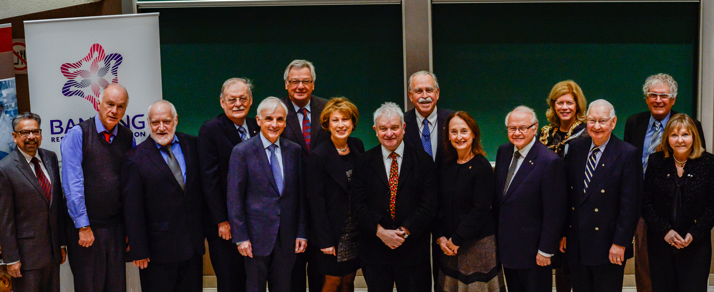 Large group photo - 2015 Friesen Prize Lecture at the University of Ottawa featuring Sir Paul Nurse - December 7, 2015